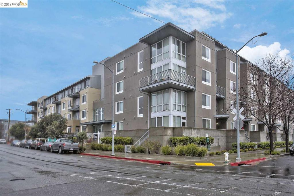 Furnished Condo in Jingletown / Fruitvale